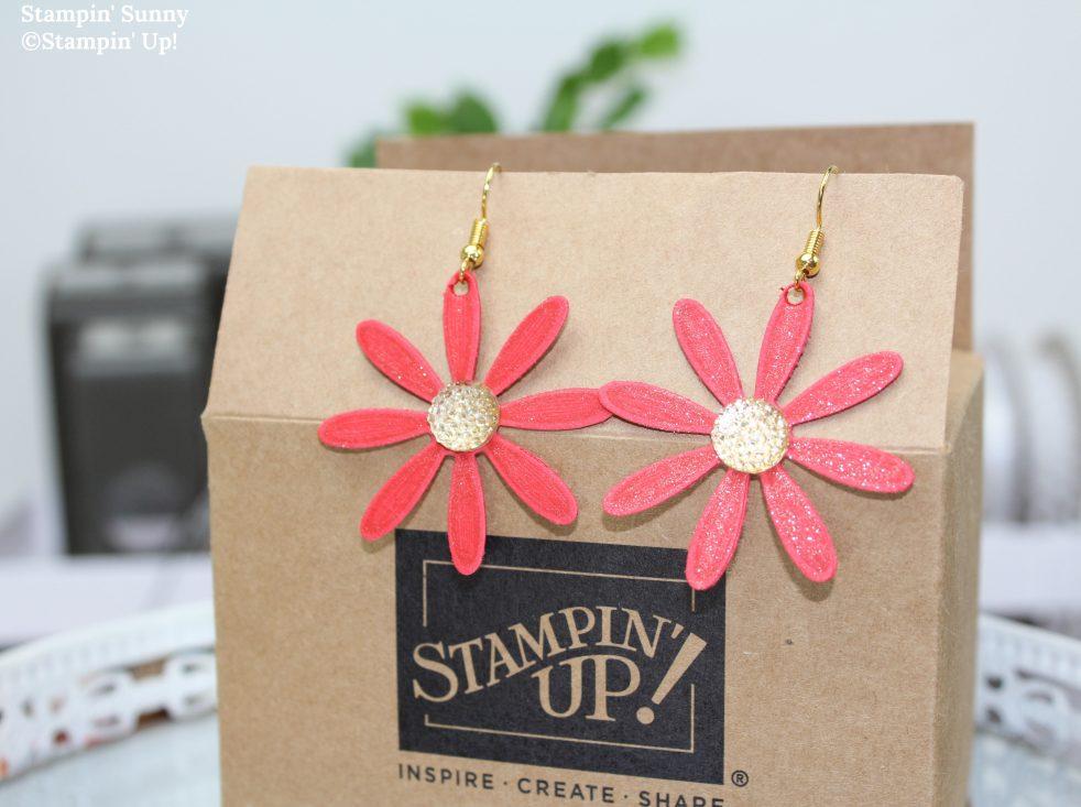 Die filigranen Gänseblümchenohrringe passen perfekt zur Sommerparty und sind dank der Handstanze mittelgroßes Gänseblümchen schnell gemacht