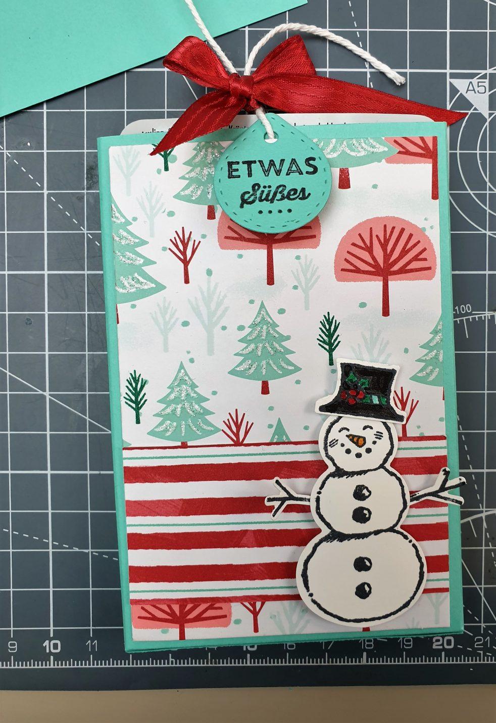 Der kleine Schneemann passt perfekt, um meinen Mini - Adventskalender für den Blog HOp Weihnachten 2019 zu verzieren.
